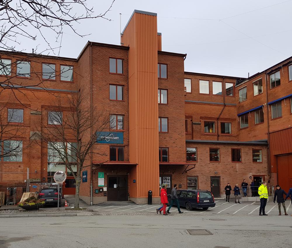 besöker datum brunett i Göteborg